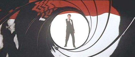 Maurice Binder trabalhou em 14 sequências dos títulos dos filmes de 007, incluindo o primeiro episódio de 1962, Dr. No. Binder criou a famosa sequência do barril de pólvora que se tornou uma assinatura das sequências de Bond.